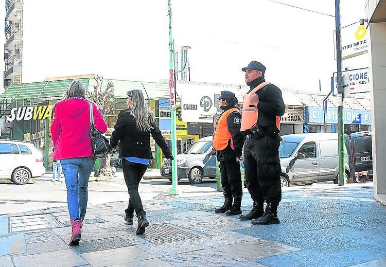 Apostados-esquina-italia-gorriti-centro_ZONIMA20130829_0065_17