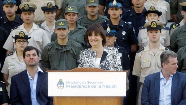 MINISTRA-SEGURIDAD-PATRICIA-BULLRICH-POLICIA_CLAIMA20161209_0268_28
