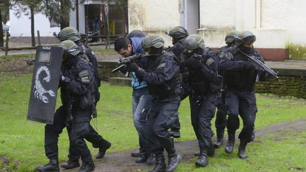 Gendarmes-FOTO-GERARDO-DELL-ORO_CLAIMA20160926_0001_28