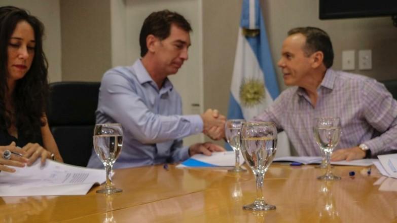 Diego-Santilli-y-el-director-nacional-de-Migraciones-Horacio-Garcia-extranjeros-1-1263703-888x500